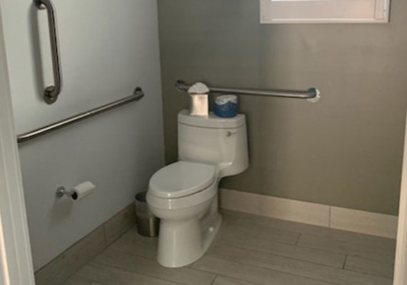 Picture of handicap bathroom at Blue Marlin
